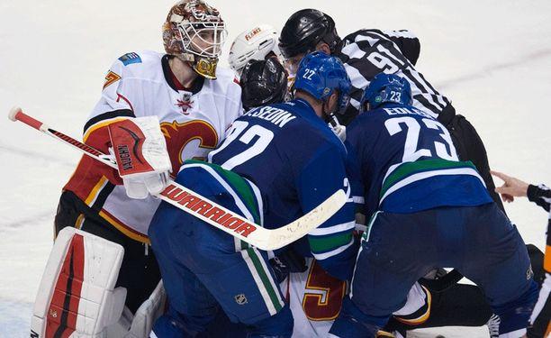 Joni Ortio nollasi Vancouverin kauden ensimmäisessä NHL-pelissään.
