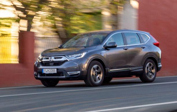 Honda CR-V huristelee hybridiversiona pienemmällä kulutuksella kuin pelkkänä bensaversiona.