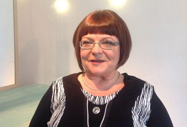 Kansanedustaja Maria Tolppanen kertoo pitäneensä itsestään selvänä että päättäjien puheluita kuunnellaan.