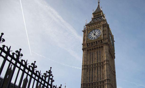 Parlamenttiedustajat eivät voi enää pian palkata perheenjäseniään Britanniassa.
