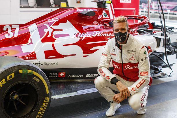 Mick Schumacherin piti ajaa Alfalla perjantain harjoituksissa Nürburgringillä.