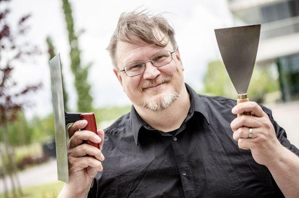 Antti Suikkari on aikaisemmin neuvonut Iltalehden lukijoita muun muassa smash-burgereiden valmistamisessa.