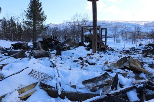 Metsähallituksen luontotuvalla neuvottiin kesäisin turisteja. Retkeilijöitä on neuvottu palon jälkeen kirkonkylällä sijaitsevassa Áilegas-keskuksessa.