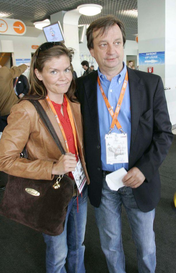 Liikemies Hjallis Harkimo ja  muusikko Pinja Hanski seurustelivat hetken aikaa vuonna 2006. Pariskunta tapasi juhlissa yhteisten ystävien kautta.