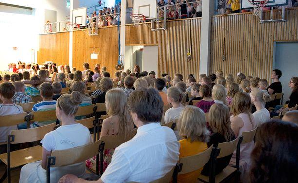 Uskonnollista alkuperää olevia traditioita voi sisältyä koulun perinteisiin juhliin.Ilkka Laitinen
