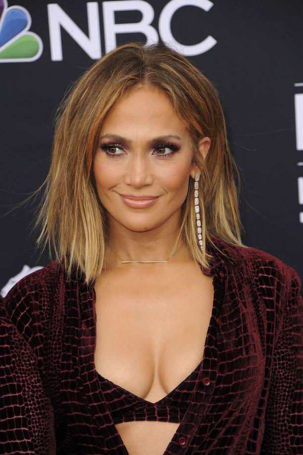 Jennifer Lopezin uusi polkkatukka pukee tähteä kauniisti.