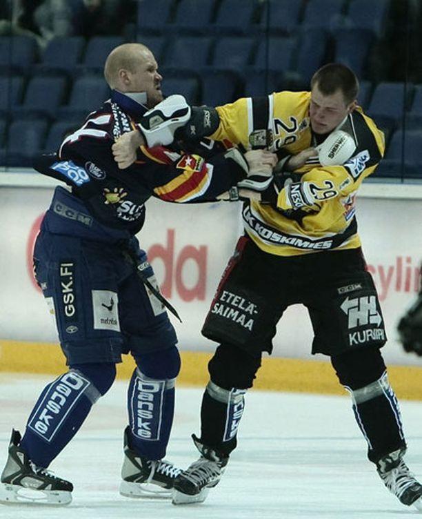 Jonne Virtanen (oik.) on ottanut yhteen muun muassa Sami Heleniuksen kanssa.