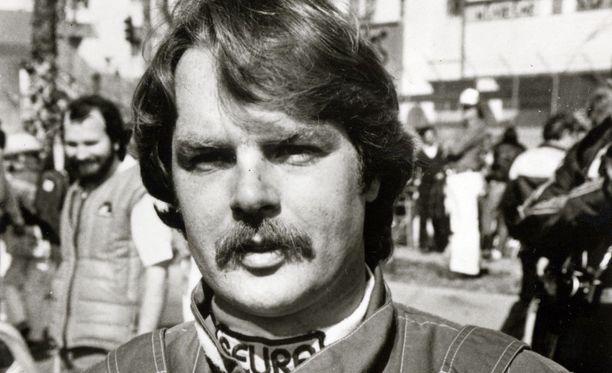Keke Rosbergia ei nähty kuskikollega Elio de Angelisin hautajaisissa.