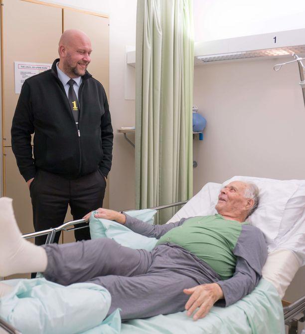 Marko Luostarinen tapasi Esko Konton sairaalassa itsenäisyyspäivänä. Hän kehui miehen kuntoa. Vitsiäkin väännettiin.