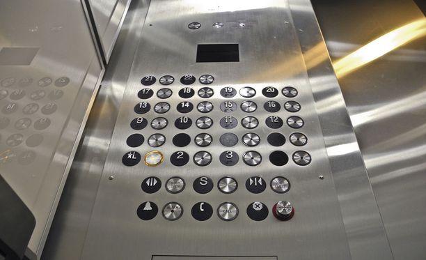 Hissi jumittui sunnuntaina kerrosten väliin kahdessa eri porilaisessa kerrostalossa.