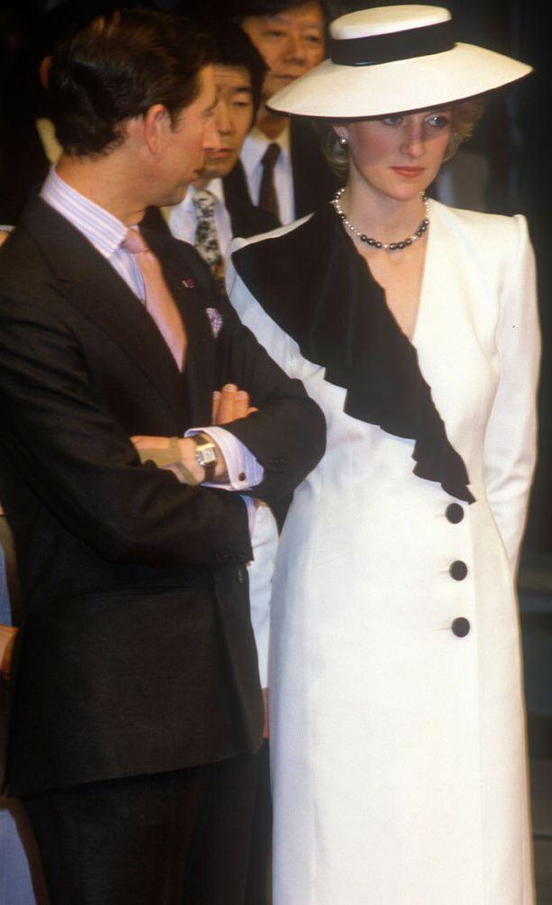 Vierailu Japanissa vuonna 1986 kertoi, että Charlesin ja Dianan onni ei todellakaan kukoistanut.