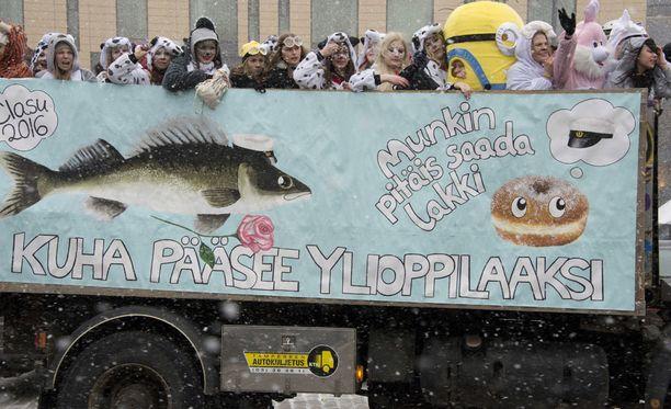 Penkkarit järjestetään torstaina koko Suomessa.