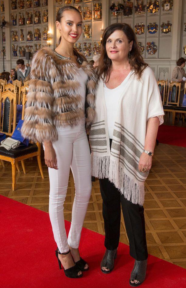-Kyllä lapset käyvät edelleen mielellään syömässä kokkailujani, Master Chef VIP -kilpailussa toiseksi sijoittunut Laila Snellman totesi suojattinsa Jasmin Kuusiniemen vierellä.