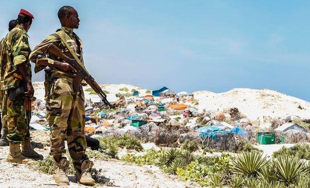 Sotilaita vartiossa Mogadishun laitamilla.