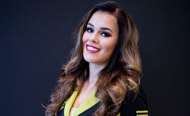 Sara Sieppi on nähty muun muassa Julkkis Big Brother -ohjelmassa sekä Ummikot ulkomailla-ohjelman juontajana.