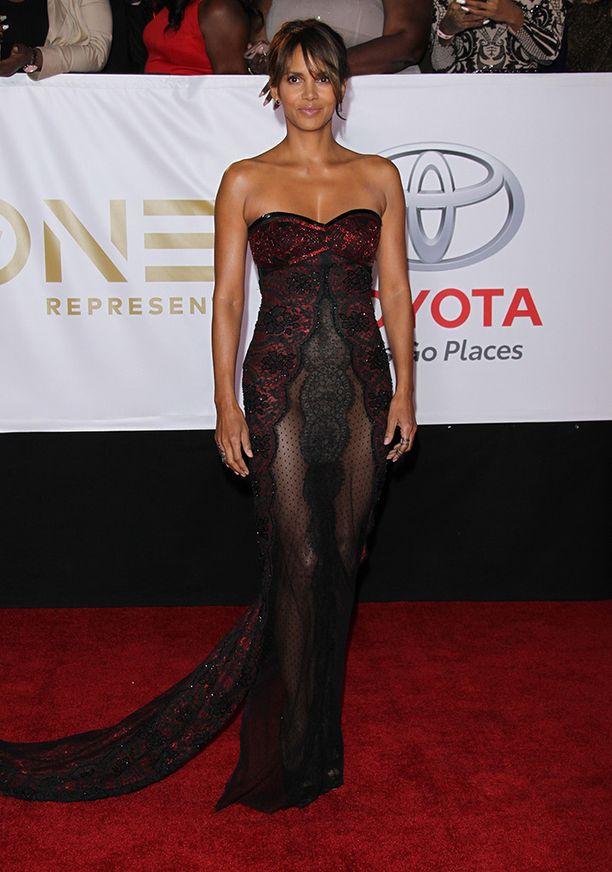 Halle Berry edusti gaalassa Hollywoodissa suositussa nakumekossa.