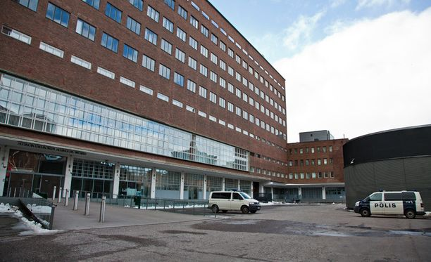 Useat sukulaiset todistivat törkeästä kavalluksesta syytettyä miestä vastaan Helsingin käräjäoikeudessa.