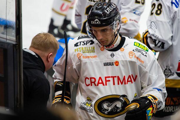 Oskar Osala huilaa seuraavat kolme Kärppien ottelua.