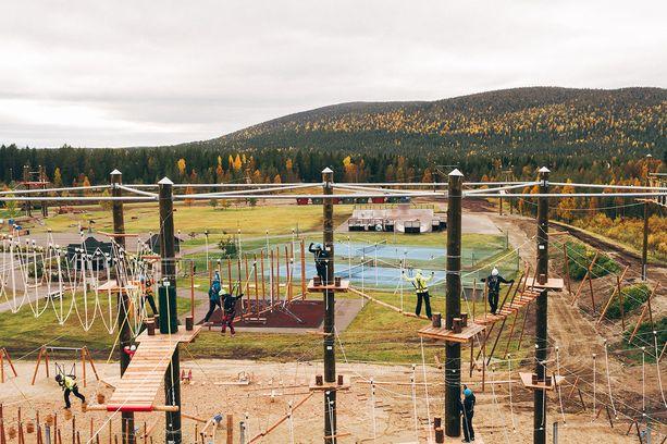 Levin Matkailun mukaan seikkailupuisto kuuluu Euroopan laajimpiin. Sen rakensi saksalaisyritys.