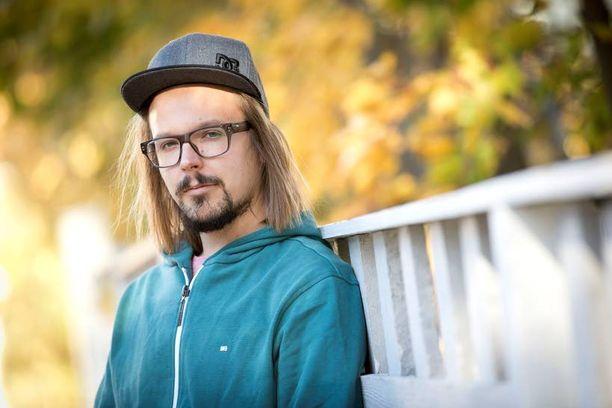 Menestyksensä huipulla oleva Jukka Poika palkkasi itselleen tällä viikolla assistentin. – Nyt saan tehdä töitä rauhassa, puhelin ei soi eikä tule viestejä. Se on mahtavaa, uutta albumia tekevä mies sanoo.
