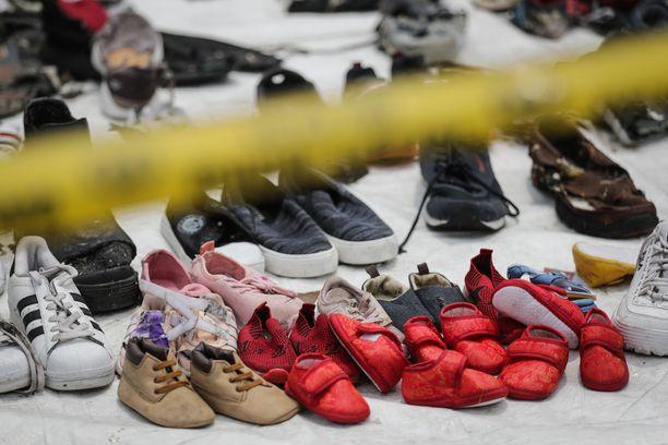 Lion Airin turman uhrien tavaroita Tanjug Priokin satamassa Jakartassa.