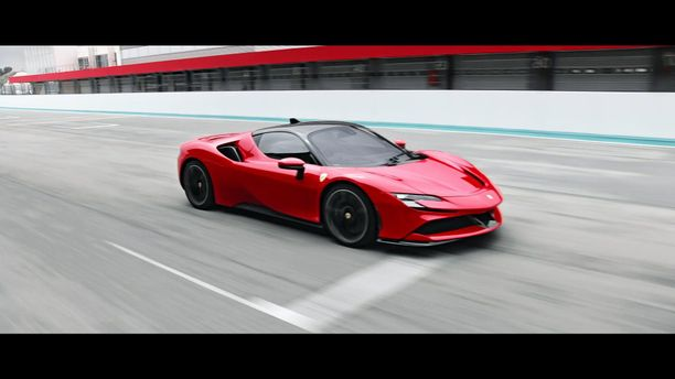 Uutta Ferrari SF90 Stradalea on myyty Suomeen jo kymmenen kappaletta.