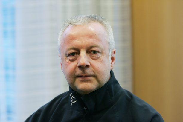Vuonna 2017 menehtynyt ammuntavalmentaja Asko Nuutinen teki huipputyötä muun muassa Venla Lehtosen kanssa.