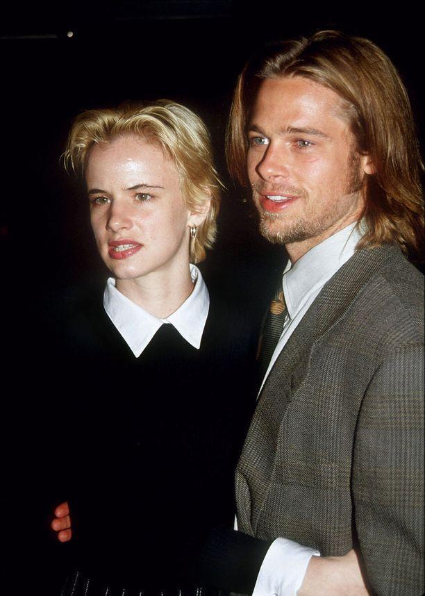 Kumpi katsoi mallia kummalta? Julietten lyhyet hiukset muistuttavat reippaasti Bradin kampausta.