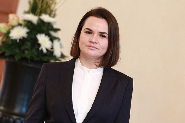 Valko-Venäjän oppositiojohtaja Svjatlana Tsihanouskaja elää tällä hetkellä maanpaossa Liettuassa.
