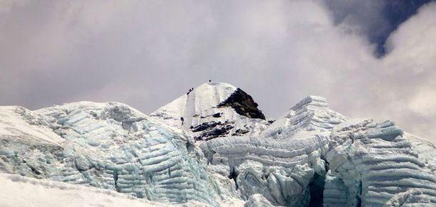 Island Peakin huippu sijaitsee jäätikön keskellä.