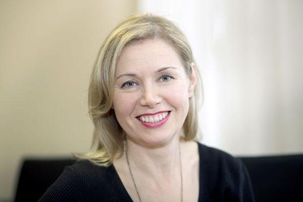 Perheyritysten liiton toimitusjohtaja Leena Mörttinen kertoo hotellialueen olleen valvottu, mutta sen sisällä pystyi liikkumaan ja käymään lenkillä. Hän odotti vielä tiukempia turvatoimia.