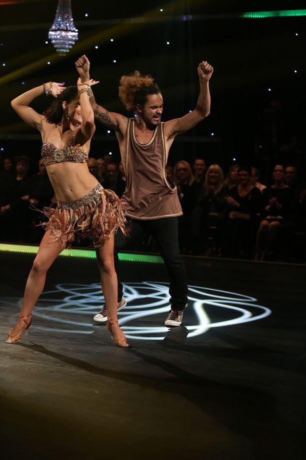 Katri Mäkinen ja Pete Parkkonen tanssilattialla vuonna 2014.