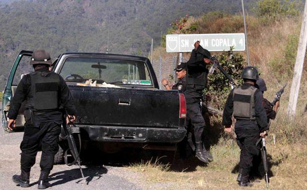 Silmittömän ampumisen kohteeksi joutunut autosaattue oli matkalla viemään ruokaa ja avustustarvikkeita San Juan Copalan kylään.
