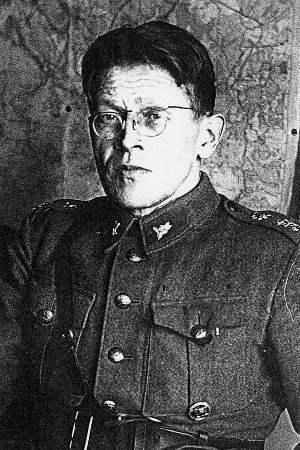 Tohtoriksi väitellyt Marjo Liukkonen kertoo, että Lauri Pihkala toimi Kalmin pataljoonassa neuvonantajana.