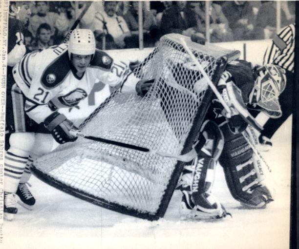 Näin Christian Ruuttu hämmensi NHL:ssä Buffalo Sabresin paidassa 1991.