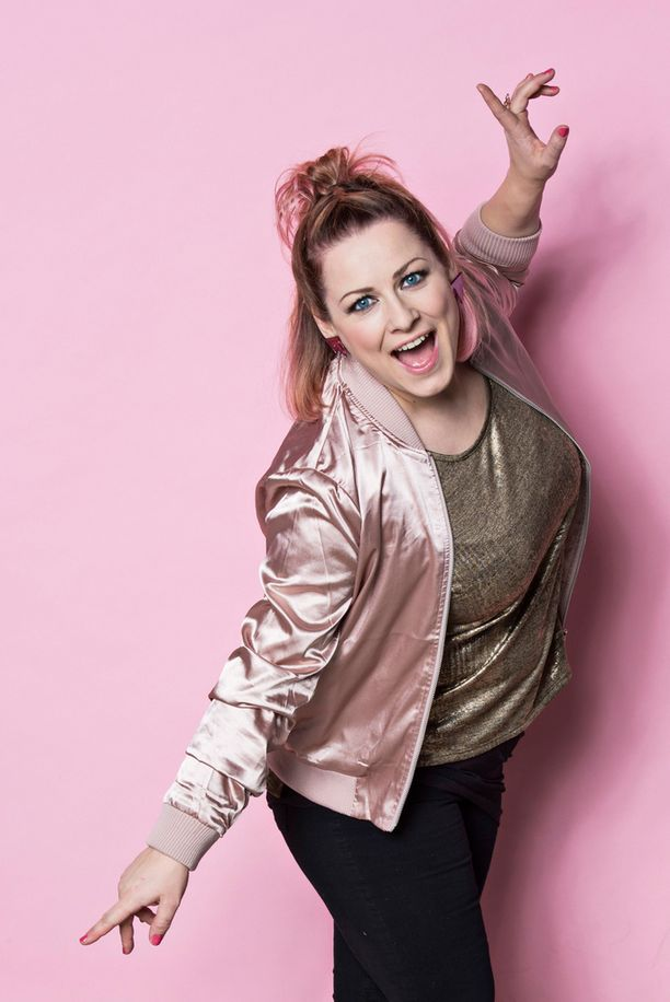 Erinin mukaan Saara Aalllon menestys Britannian X Factorissa on hieno esimerkki siitä, kuinka omia unelmiaan kohti voi pyrkiä.