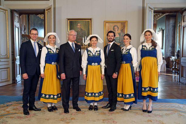 Victoria oli pukeutunut tyypilliseen kansallispukuun Ruotsin kansallispäivänä 6. kesäkuuta.