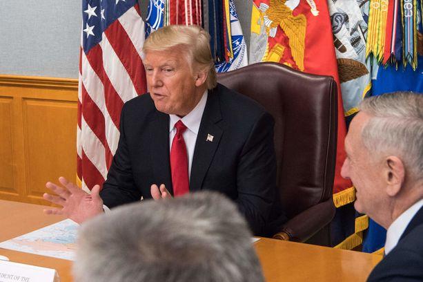 Presidentti Donald Trump kutsui lehdistöä amerikkalaisten viholliseksi.