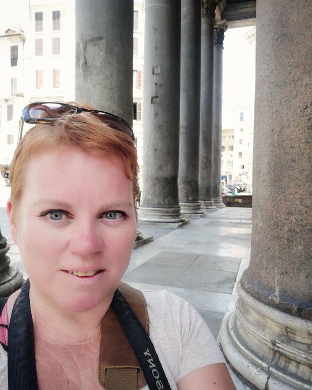 Heli Pekkarinen on päässyt kiertelemään Rooman turistikohteissa, kun ne ovat olleet tyhjillään.
