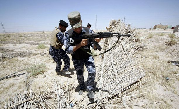 Irakilaiset sotilaat partioivat lähellä Isisin alueita.