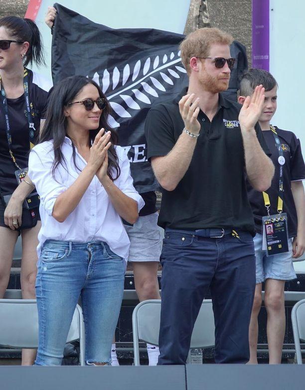 Prinssillä ja näyttelijällä oli viereiset paikat katsomossa.
