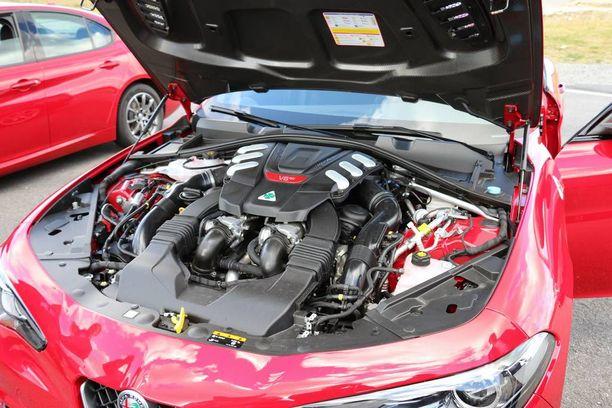 Vihreän Apilan 2,9-litrainen V6-moottori tuottaa jyhkeät 510 hevosvoimaa.