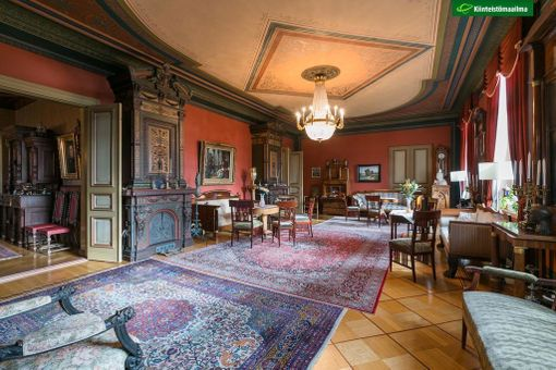 Helsingin Katajanokalla on myynnissä ainutlaatuinen kohde. Asunto on remontoitu pieteetillä sen alkuperäiseen muotoon.
