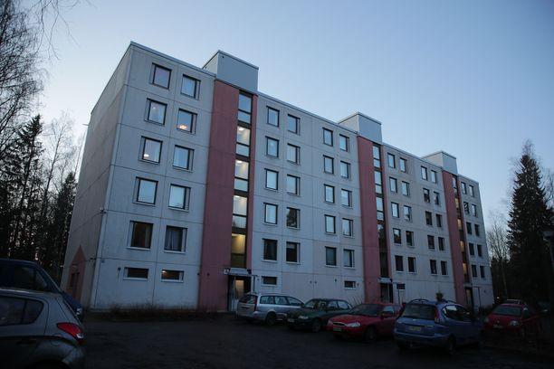 Uhri löytyi Lohjan Virkkalassa sijaitsevan kerrostalon asunnosta.