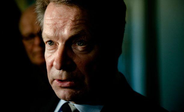 Euroopan yhteistyö- ja turvallisuusjärjestön parlamentaarisen yleiskokouksen puheenjohtaja, kansanedustaja Ilkka Kanerva pitää Nato-jäsenyysaikeita epärealistisina.