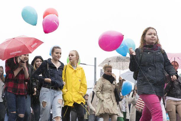 Ammatillisten oppilaitosten väki osoitti mieltään koulutusleikkauksia vastaan Tampereella elokuussa 2016.