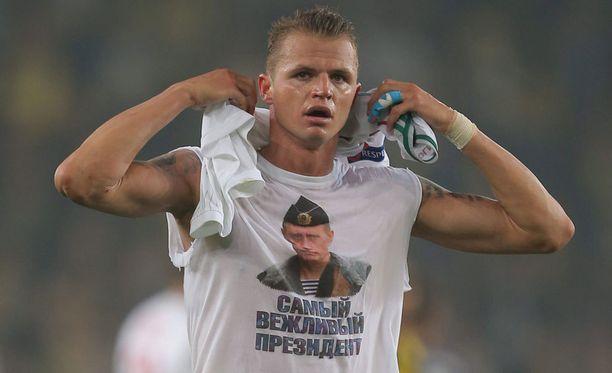 Tämän paidan esittely maksoi Tarasoville 300 000 euroa.