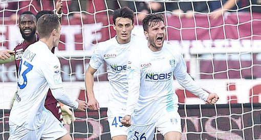 Perparim Hetemaj juhlii maaliaan Torinoa vastaan.