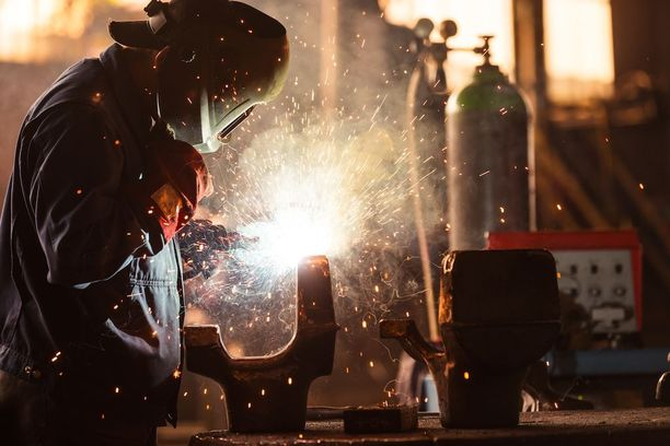 Metalli-, valimo- ja konepajatyössä kirjattiin eniten ammattitauteja tai ammattitautiepäilyjä. Arkistokuva.