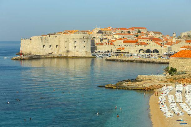 Dubrovnikin muureilta avautuu näkymä sekä merelle että vanhaankaupunkiin.